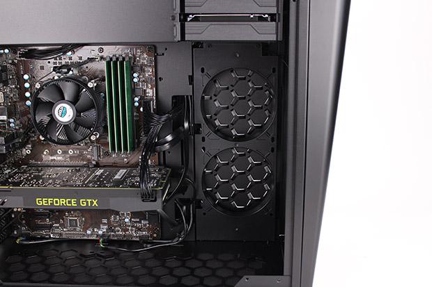NEXTGEAR i680PA1-SMMのケースファン