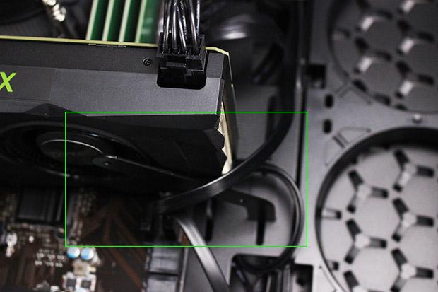 NEXTGEAR i680PA1-SMMのグラフィックカードホルダー